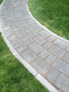Torinokivet taipuvat hienosti loivaan kaarevaan käytävään. http://www.rudus.fi/pihakivet