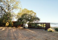 Two architects collaborate on a modular compound that celebrates an unspoiled Sonoma landscape.