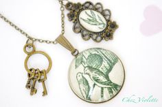 Green Necklace with glass pendant French toile and by chezviolette, €12.00
