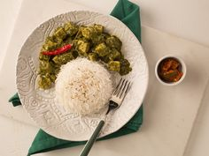 Palak Paneer Recipe: Succulent chunks of paneer cooked in a thick creamy curry of sautéed spinach, mild cloves of garlic and a hint of garam masala.
