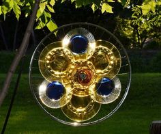 How to use glass plates for garden art