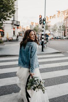 Denim Wedding, Wedding Jacket, Bleached Denim Jacket, Rocker Wedding, Laid Back Wedding, Amazing Weddings, Cute Wedding Ideas, Wedding Photo Inspiration, Wedding Photoshoot