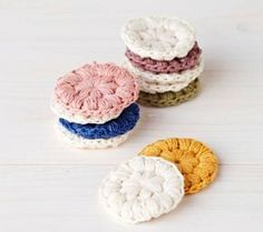 How to make re-usable cotton pads (instructions in Finnish) // Virkatut puhdistuslaput - katso helppo ohje ja tee itse! Crochet Home, Free Crochet, Knit Crochet, Granny Chic, Yarn Crafts, Diy And Crafts, Beautiful Crochet, Crochet Doilies, Design Crafts