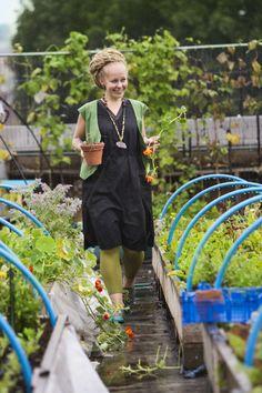 Gudrun Sjödéns Sommerkollektion 2014 - Wer im Garten arbeiten möchte und auf die Bedingungen der Natur einlassen will, ist  in der weiten Hose von Gudrun Sjödén am besten aufgehoben.