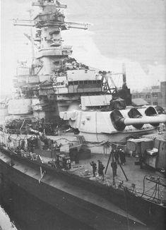USS Alabama (BB-60) in Puget Sound Naval Shipyard, Bremerton, Washington, February 1945. [1000x1385]