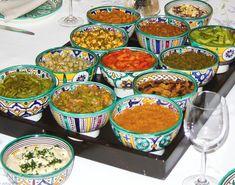 Bonjour, Aujourd'hui, je vous propose une salade marocaine qui apportera un peu de soleil dans votre cuisine (certains d'entre nous en ont bien besoin en ce moment !) : la salade d'artichauts à l'orange. Cette recette est d'origine juive marocaine. Je...