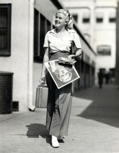 Jean Harlow (looking adorable and carrying a signed headshot of herself.)
