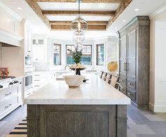 This kitchen & that built in refrigerator gets us every single time we see it. Absolutely gorgeous design by @kellynuttdesign 📷: @ryangarvin