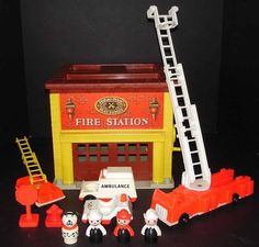 ★ RARE Vintage Fisher Price Little People Play Family Fire House Station 928 ★ | eBay