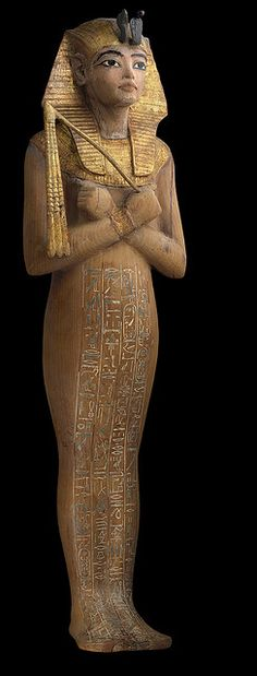 Shabit of Tutankhamun Shabti - figurines, in the form of mummies, placed in an ancient Egyptian tomb to do any work that the dead person might be called upon to do in the afterlife. via Maria Matos FB Ancient Egyptian Tombs, Ancient Artifacts, Ancient Greece, Old Egypt, Egypt Art, Kairo, Ancient History, European History, Ancient Aliens
