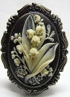 Vintage Style Lily of the Valley Cameo Brooch / Pendant – Mode für Frauen Antique Jewelry, Vintage Jewelry, Custom Jewelry, Handmade Jewelry, Bijoux Art Nouveau, Vintage Stil, Lily Of The Valley, Vintage Brooches, Jewelry Design