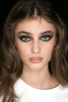 THE BEST MAKEUP TRENDS FOR FALL 2015 - Shadow Play