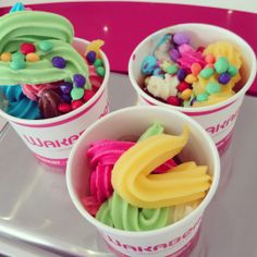 Awesome looking bowls of happiness Frozen Yogurt, Junk Food, Bowls, The Creator, Sweet Tooth, Sweet Treats, Shops, Happiness, Sweets