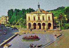 """Plaza del Ayuntamiento (conocida por """"El Güevu"""") hacia 1980 - Villaviciosa - Asturias - España"""