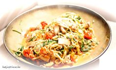 Courgettespaghetti met zongedroogde tomaten, paddenstoelen en spinazie