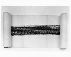 View of Robert Rauschenberg's Automobile Tire Print (1953) showing an alternate installation format with the ends of the work gathered on scrolls, ca. 1960. Photo: Bevan Davies Отпечаток автомобильной шины Произведение искусства Автор: Роберт Раушенберг Создание: 1953 г.