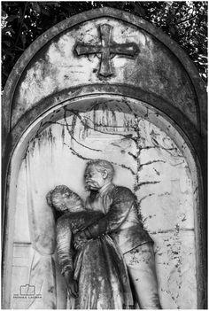 Gravestone, Photo by Monika Lauber Location: Cimitero Comunale Monumentale Campo Verano, Rome, Italy