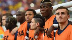 Paul Pogba Photos - Paul Pogba of France looks on with teammates from the bench during the 2014 FIFA World Cup Brazil Group E match between Switzerland and France at Arena Fonte Nova on June 2014 in Salvador, Brazil. - Switzerland v France: Group E France Team, Paul Pogba, Switzerland, People, Group, Pictures, Photos, People Illustration, Grimm
