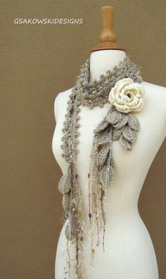 Queen Ann Rose Lariat- Cream