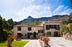 Historical finca by Pollensa in the North of Mallorca. portaholiday.com