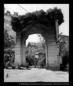 La porte des lingères, aujourd'hui disparue ; source: bibliothèques de la Cité de l'architecture et du patrimoine