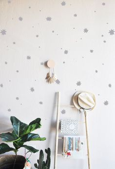 100 Paint splatter stars ranging in sizes from .5-2.5  Fully removable and reusable wall decals that will brighten and add character to any room.