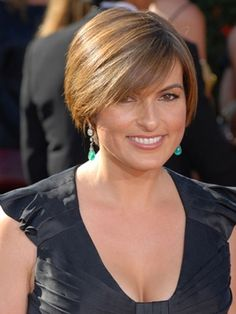 Mariska Hargitay Fans have seen Detective Olivia Benson's haircuts change throughout the seasons of Law and Order: SVU. This sleek bob with bangs is a short haircut that complements most face shapes.