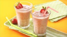 Fiber One® Strawberry Smoothies. 1 container oz) Yoplait original Fat Free strawberry yogurt, 1 cup fresh strawberry halves or frozen unsweetened whole strawberries, cup fat-free (skim) milk, 2 tpns Fiber One original bran cereal. Fruit Smoothies, Smoothie Drinks, Healthy Smoothies, Smoothie Recipes, Raspberry Smoothie, Vitamix Recipes, Breakfast Smoothies, Healthy Drinks, Eating Healthy