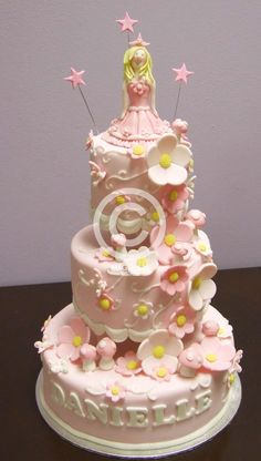 http://www.magnoliacakes.co.za/images/gallery/3%20Tier%20Enchanted%20Princess_20090914114948.jpg