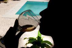 O consumo de álcool está associadoao lazer, ao entretenimento, às confraternizações familiares, ao churrasco do fim de semana e às festas populares como o Carnaval. Por se tratar de uma droga socialmente aceita, circula com facilidade...