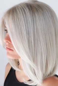 Find 59 examples of platinum blonde hair color shades to rock, as well as the best platinum hair dye kits to achieve the perfect icy hair at home! Blonde Hair Colour Shades, Platinum Blonde Hair Color, White Blonde Hair, Hair Color Highlights, Brown Blonde, Short Blonde, Medium Hair Styles, Short Hair Styles, Corte Bob