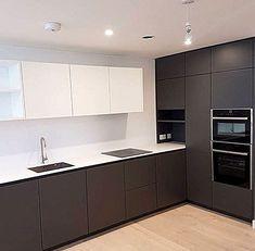 Corner Above Worktop Unit Luxury Kitchen Design, Kitchen Room Design, Home Decor Kitchen, Interior Design Kitchen, Home Kitchens, Kitchen Cabinet Styles, Modern Kitchen Cabinets, Handleless Kitchen, Cuisines Design