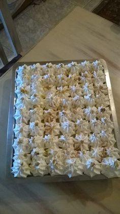 Εκμέκ με τσουρέκι Krispie Treats, Rice Krispies, Greek Pastries, Yummy Food, Yummy Recipes, Desserts, Irene, Kuchen, Tailgate Desserts