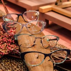 lafont paris Lafont, Wearing Glasses, Oliver Peoples, Round Glass, Eyewear, Frame, Paris, Style, Picture Frame