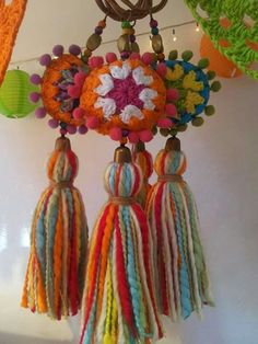 Home Decoration Tips .Home Decoration Tips Yarn Crafts, Diy And Crafts, Arts And Crafts, Love Crochet, Knit Crochet, Diy Tassel, Tassels, Cheap Party Decorations, Crochet Decoration