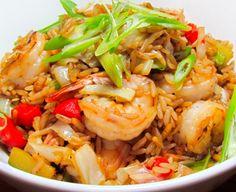 Si el arroz no puede faltar a tu mesa, éste arroz frito con camarones y repollo será el rey de la mesa.