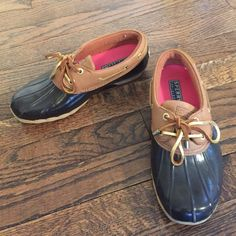 Sperry Top-Sider slip-on duck shoe Barely worn, in great condition! Sperry Top-Sider Shoes Winter & Rain Boots