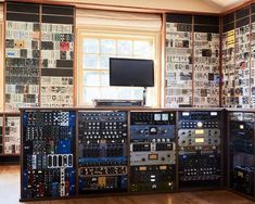 #martingore #studio #devenirbeatmaker #homestudio #hardware #beatmaker #beatmaking #compositeur #musicproducer #productionmusicale #musicproduction #audio #studiotour #producerdesk #bedroomproducers #depechemode #artist #musicstudio #musique Bedroom Tv Wall, Coastal Master Bedroom, Boys Bedroom Paint, Farmhouse Master Bedroom, Master Bedroom Makeover, Bedroom Wall Colors, Boys Bedroom Decor, Martin Gore, Modern Bedroom Design