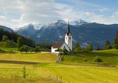 Queen Grisons Switzerland alps wallpaper background