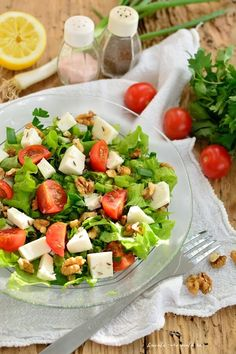 Cheese Salad with Nuts and Cumin. Cheese salad with nuts and cumin seeds [in Romanian] Diet Soup Recipes, Milk Recipes, Healthy Salad Recipes, Crescent Roll Breakfast Casserole, Cheese Salad, Turkey Sausage, Atkins, Food Videos, Cobb Salad