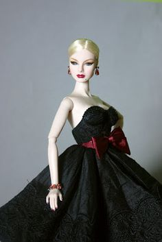 The Fashion Doll Chronicles: Fashion Royalty: Agnes Von Weiss Dressing The Part