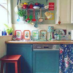 My colourful kitchen ... Via Lisa Loves Vintage