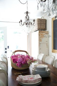 5 simple tips for easy summer decorating -  Can you believe that it is almost officially summer?   The season of warm sunshine, beach days and lots of pretty blooms in the yard.      ...French country cottage