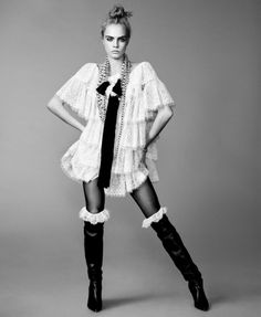 """vogue-at-heart: """"Cara Delevingne in """"Cara Go Lightly"""" for Elle US, September 2016 Photographed by Terry Tsiolis """" Cara Delevingne, Look Fashion, Fashion Models, Vogue Models, Poses, Mode Chanel, Elle Us, Mode Editorials, Fashion Editorials"""