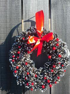 New Year Wreath / Купить новогодний веночек из шишек - коричневый, веночек, новогодний подарок, новогодний интерьер, украшение на стену