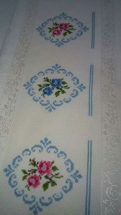 This Pin was discovered by Ley Cross Stitch Borders, Cross Stitch Patterns, Arte Country, Bargello, Dress Patterns, Needlepoint, Diy And Crafts, Victorian, Embroidery