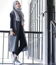 35 Trendy And Fashionable Hijab Style For Teens - Herren- und Damenmode - Kleidung Islamic Fashion, Muslim Fashion, Modest Fashion, Fashion Dresses, Fashion Muslimah, Fashion Clothes, Hijab Casual, Ootd Hijab, Casual Hijab Styles