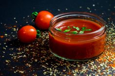 Tomato ketchup, a British staple since at least A great sauce that goes on almost anything. Everyone has their favourite brand but the definitive tomato ketchup has to be Heinz. However, most ketchup contains a whole load of sugar (around per Sugar Free Tomato Sauce, Tomato Sauce Recipe, Sauce Recipes, Spicy Hot Tomato Oil Recipe, Salsa Recipe, Marinara Sauce, Salsa Buffalo, Vegetables Garden, Stuffed Peppers