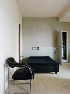 Eileen Gray – Roquebrun Cap Martin by Mary Gaudin Modern Interior Design, Interior Architecture, Interior And Exterior, Exterior Design, Living Room Modern, Living Room Designs, Living Spaces, Pretty Things, Space Interiors