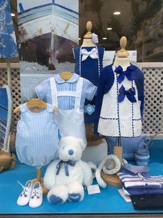 AZUL ROYAL | Escaparate4  #escaparatismo #modainfantil #visualmerchandaising #kids